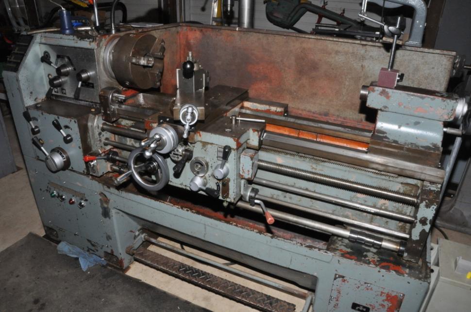 Manual lathe machine maintenance